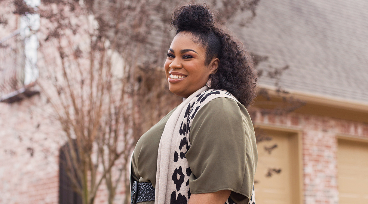Angie Thomas Gives Fans a Powerful Family Reunion