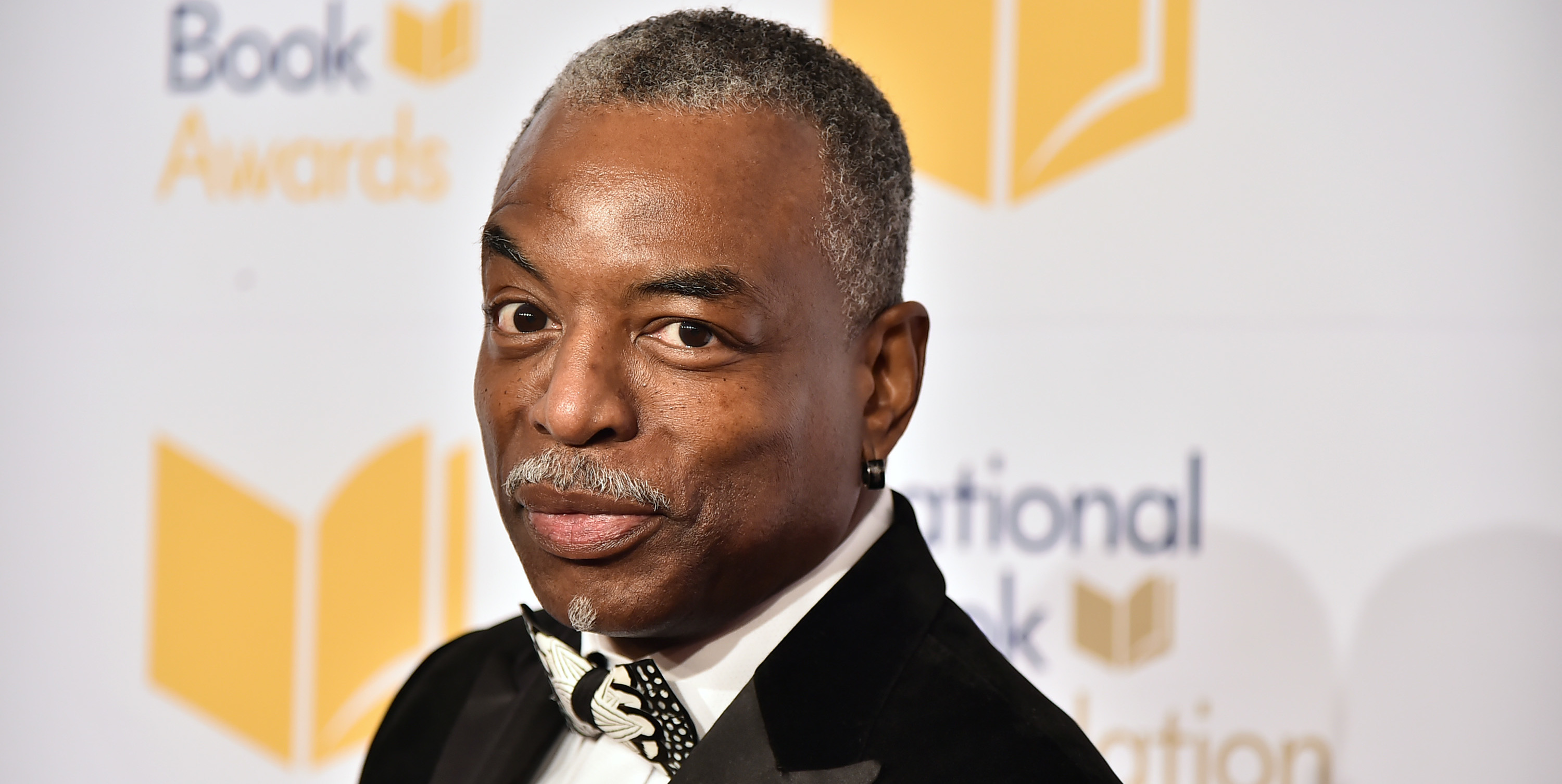 LeVar Burton Will Read to You on Twitter