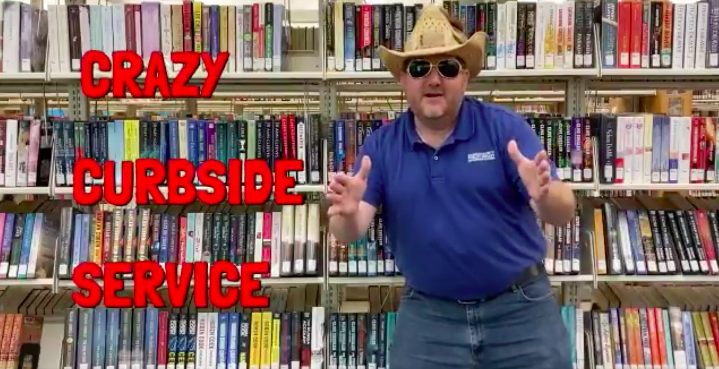 "Texas Library's ""Curbside Larry"" Delights Internet"