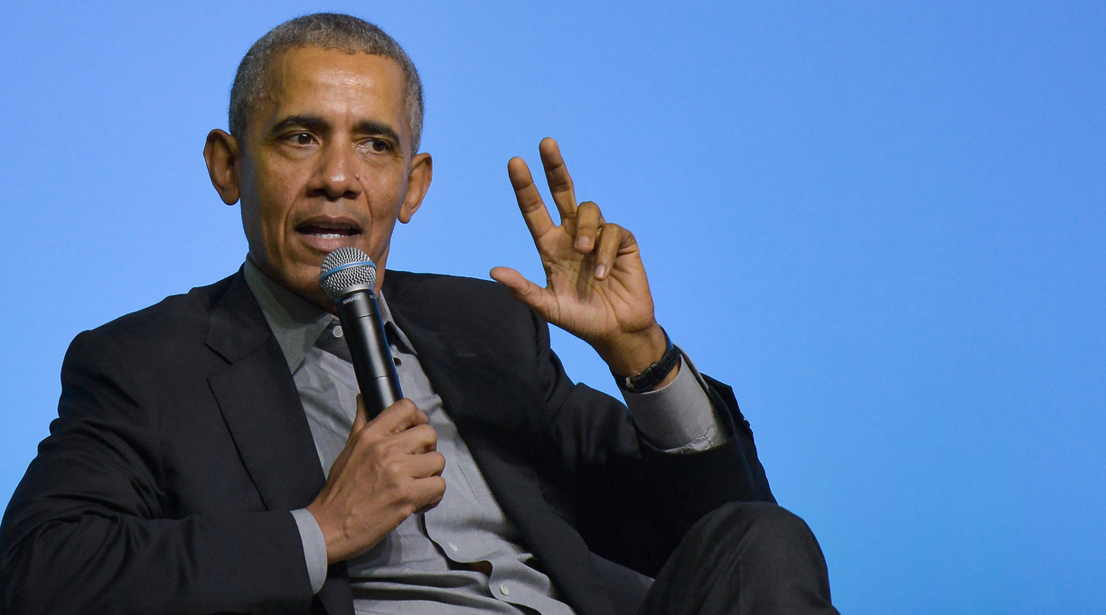 Obama Talks Writing With Young Immigrants Online