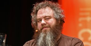 Patrick Rothfuss' Editor Calls Him Out on Facebook