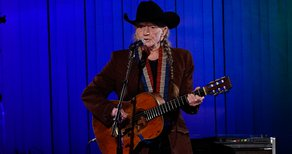 Willie Nelson and His Sister Are Writing a Memoir