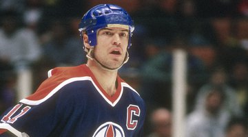 Hockey Great Mark Messier To Publish a Book