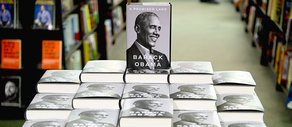 Obama Memoir Breaks Records in First Day on Sale