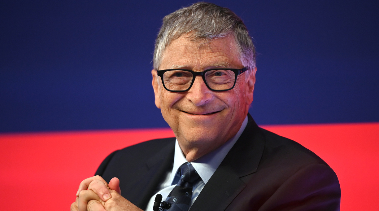 Bill Gates Giving Away Book to College Students