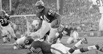Author, Football Hall of Famer Gale Sayers Is Dead